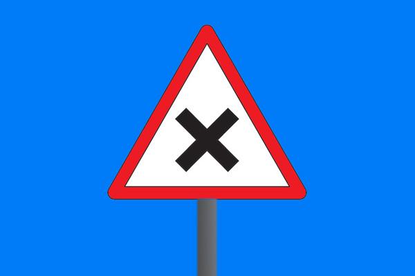 تصویر شاخص تابلوی راهنمایی رانندگی تقاطع