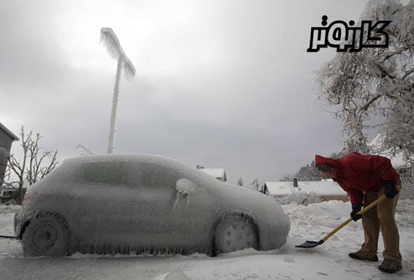 ماشین یخ زده در فصل یخبندان - زمستان