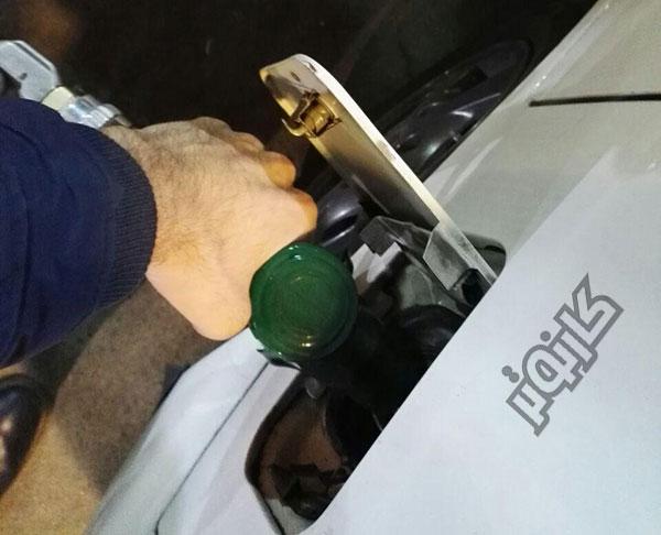 سوختگیری-جایگاه-بنزین-بنزین زدن